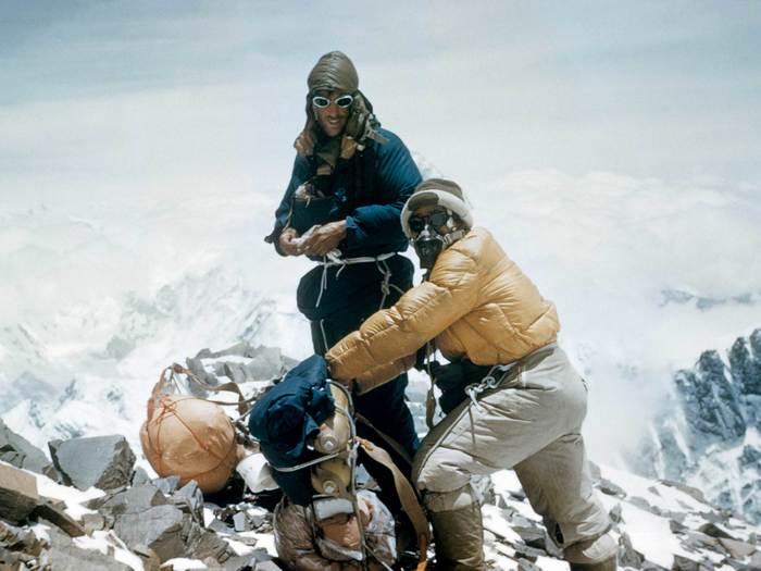 Тенцинг Норгей на вершине Эвереста