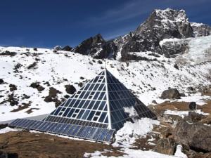 Метеорологическая Пирамида за Лобуче