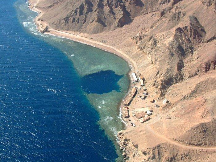 Подводная пещера поблизости от Дахаба, Египет