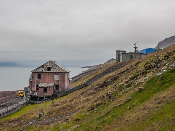 Грумант-шахтёрский-посёлок-Грумант-на-архипелаге-Шпицберген-2