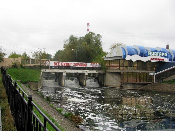 Плотина на реке Уводь