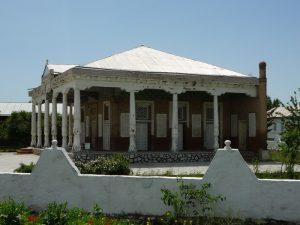 Старенькая мечеть в Джуме