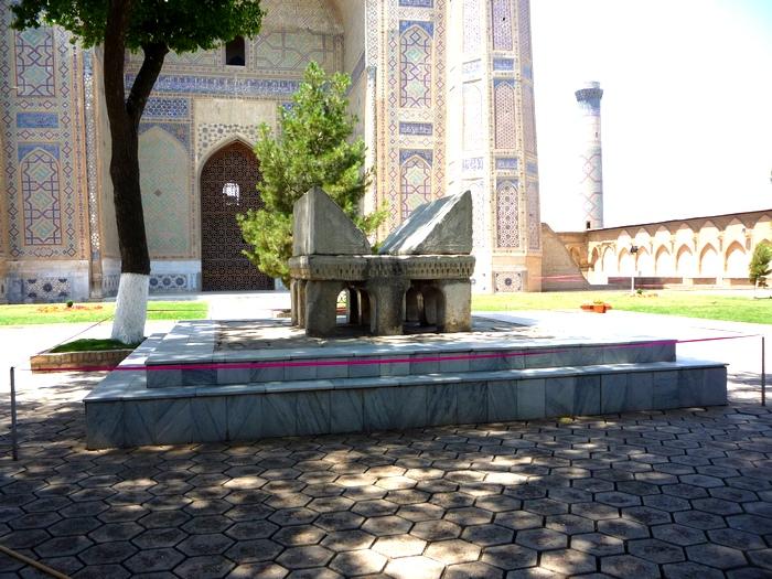 Двор мечети Биби Ханум
