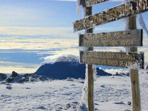 5895 метров