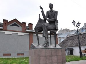Сквер искусств и памятник Аркадию Северному