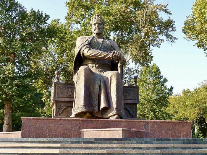 Памятник Амиру Тимуру