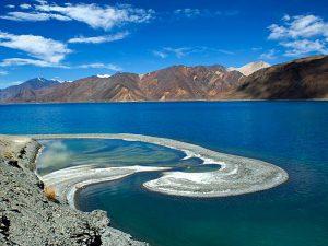 Озеро Пангонг Цо в Гималайских горах