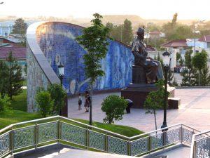 Памятник Мирзо-Улугбеку