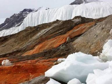 Кровавый водопад в Антарктиде. Водопад ледника Тейлора.