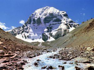 Вид горы из долины