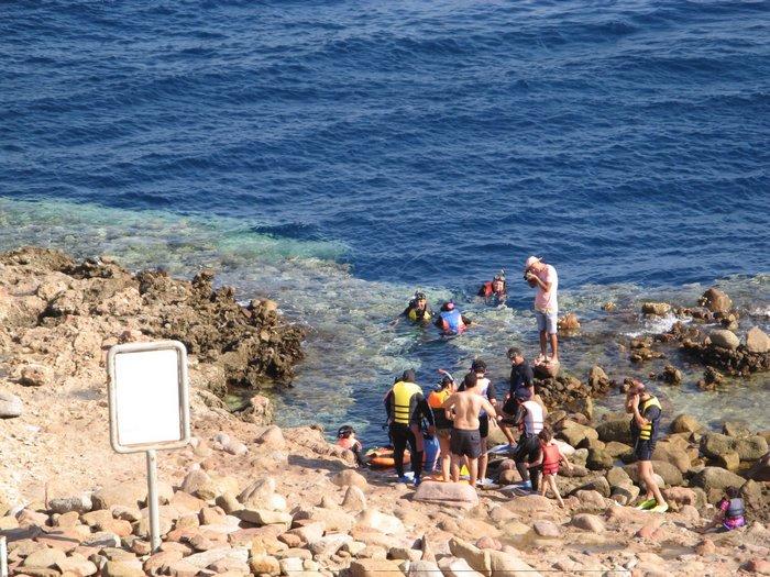 Туристы у голубой дыры