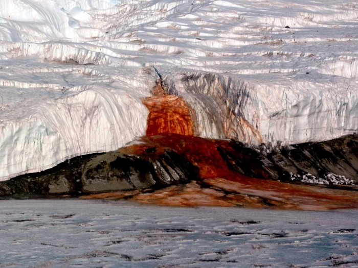 Поток из ледника Тейлора