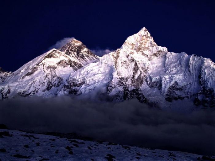 Эверест в сумерках