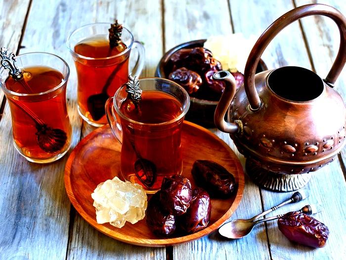 Финики с чаем