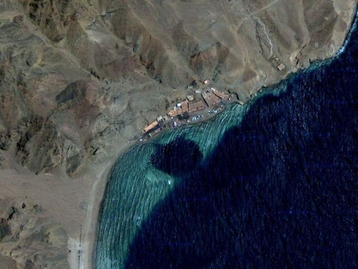 Вид на Голубую дыру из космоса