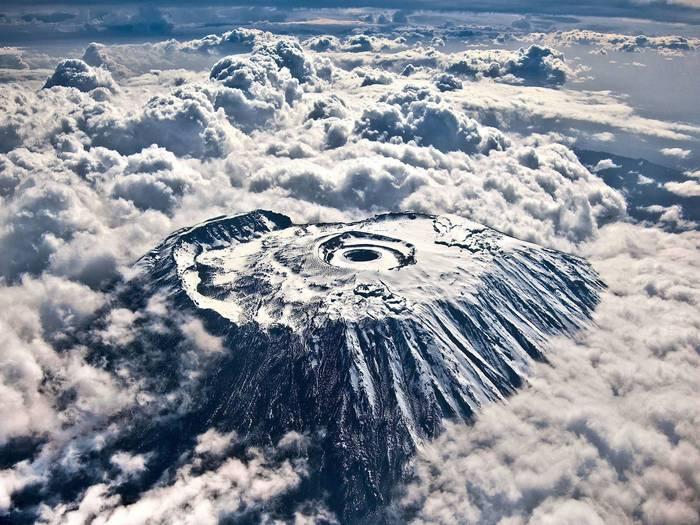 Килиманджаро в облаках