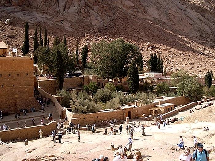 Паломники и туристы
