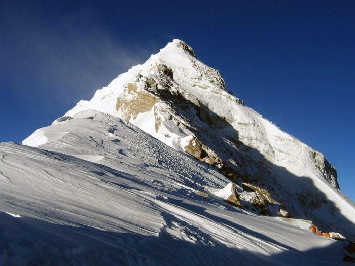 Вершина в снегу