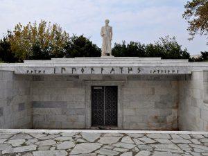 Памятник Гиппократу на родине
