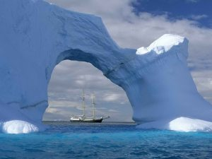Корабль и айсберг