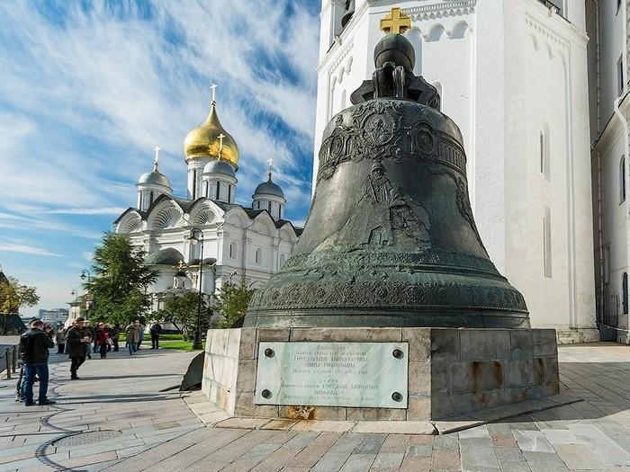 Царь-колокол - главная достопримечательность Кремля