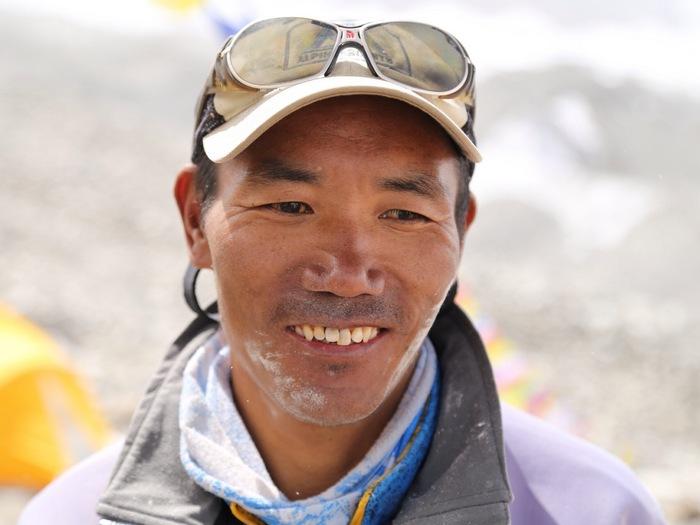 Ками Рита Шерпа поднялся на вершину Эвереста 22-а раза