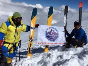 Трое шерпов спустились с Манаслу на лыжах