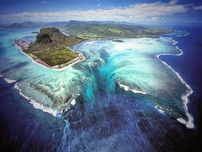 Иллюзорный водопад