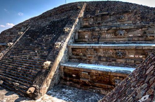 http://national-travel.ru/images/piramida-pernatogo-zmeya.jpg